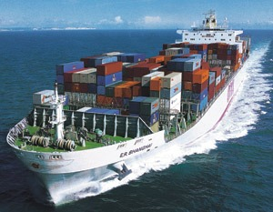 Economic news roundup and container ship