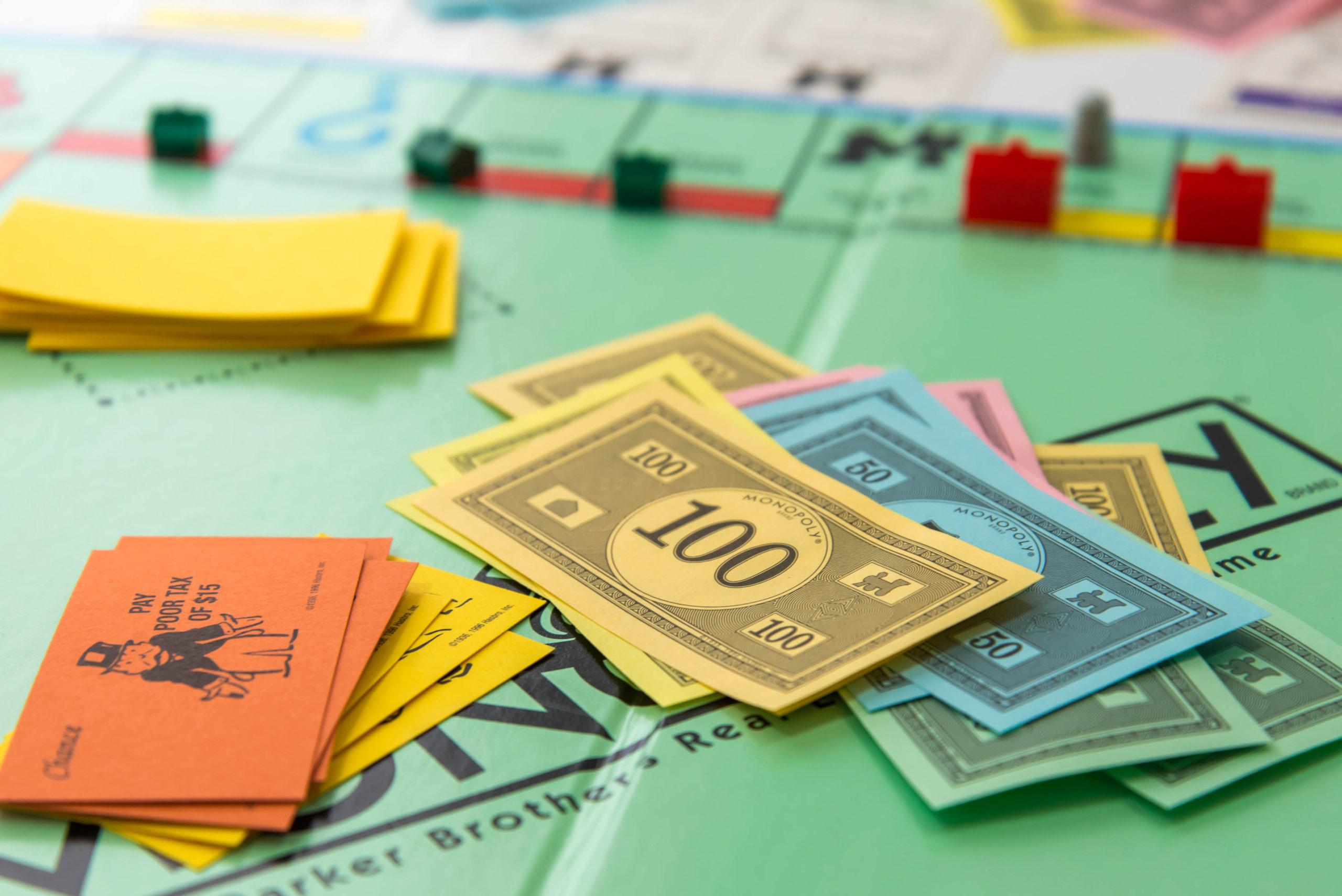Everyday economics and monopoly games