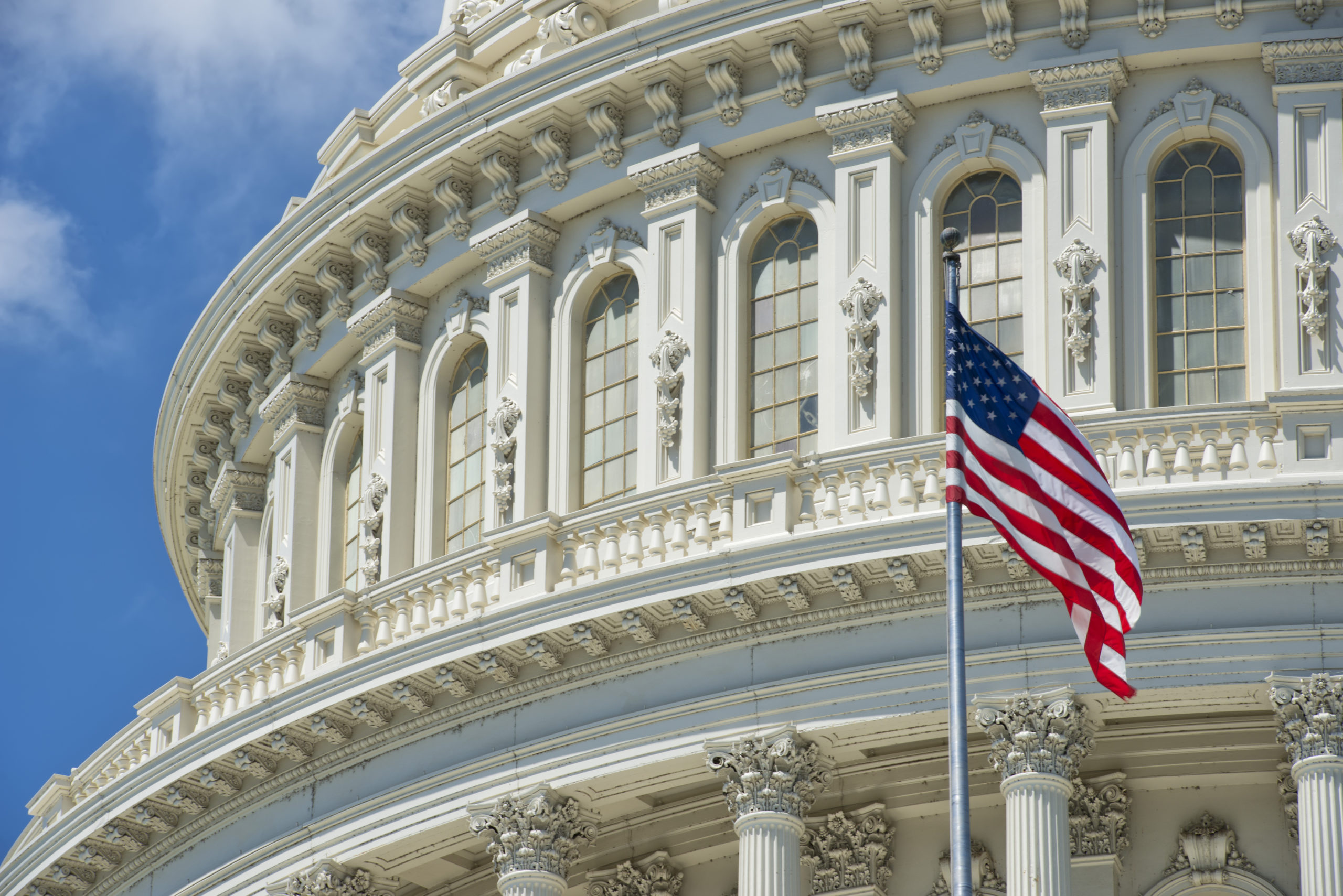 Weekly Economic News Roundup and the political center