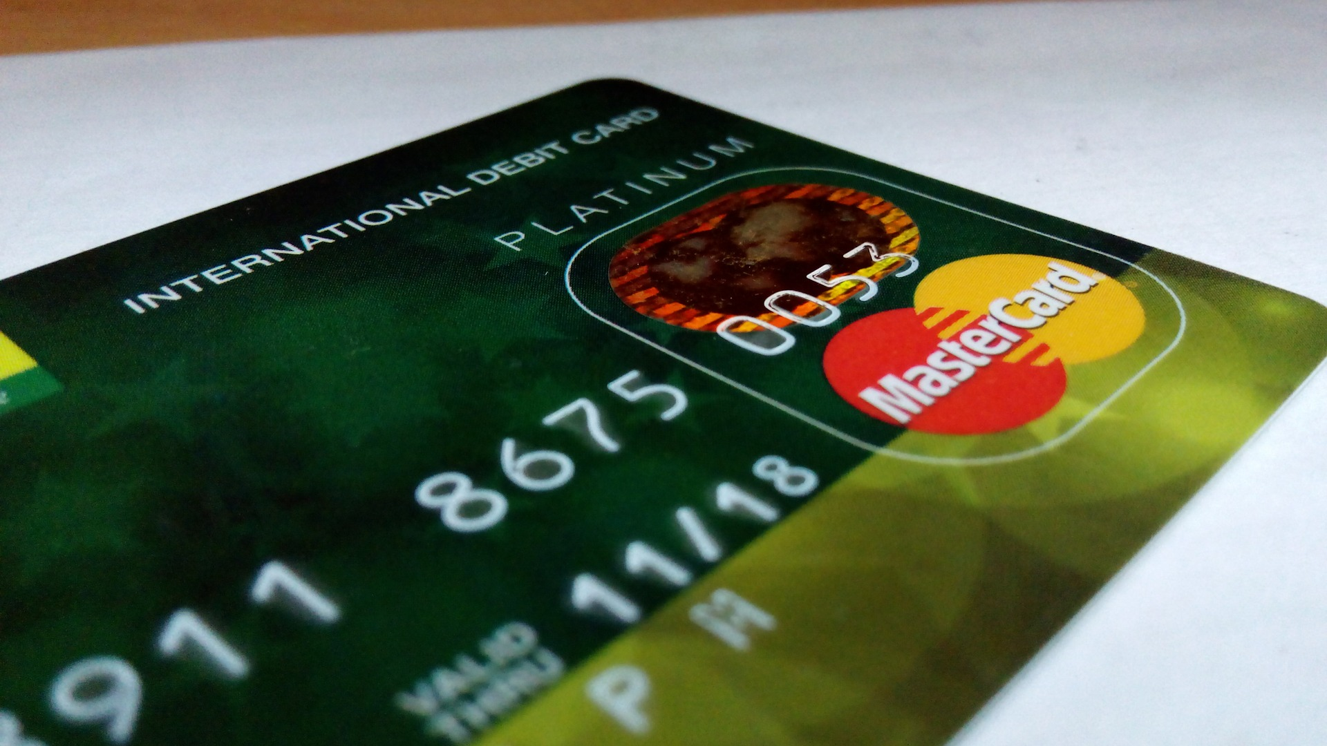 Weekly roundup and debit card and cashless society