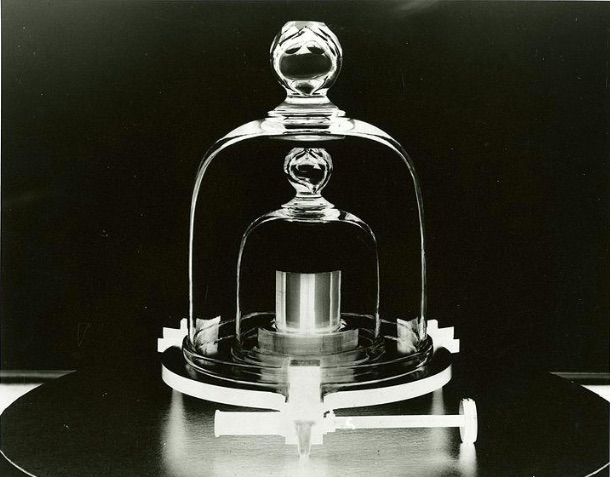 Weekly Economic News Roundup and a new kilogram measurment