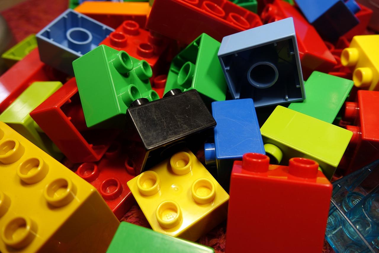 Weekly Economic News Roundup and Lego plastic