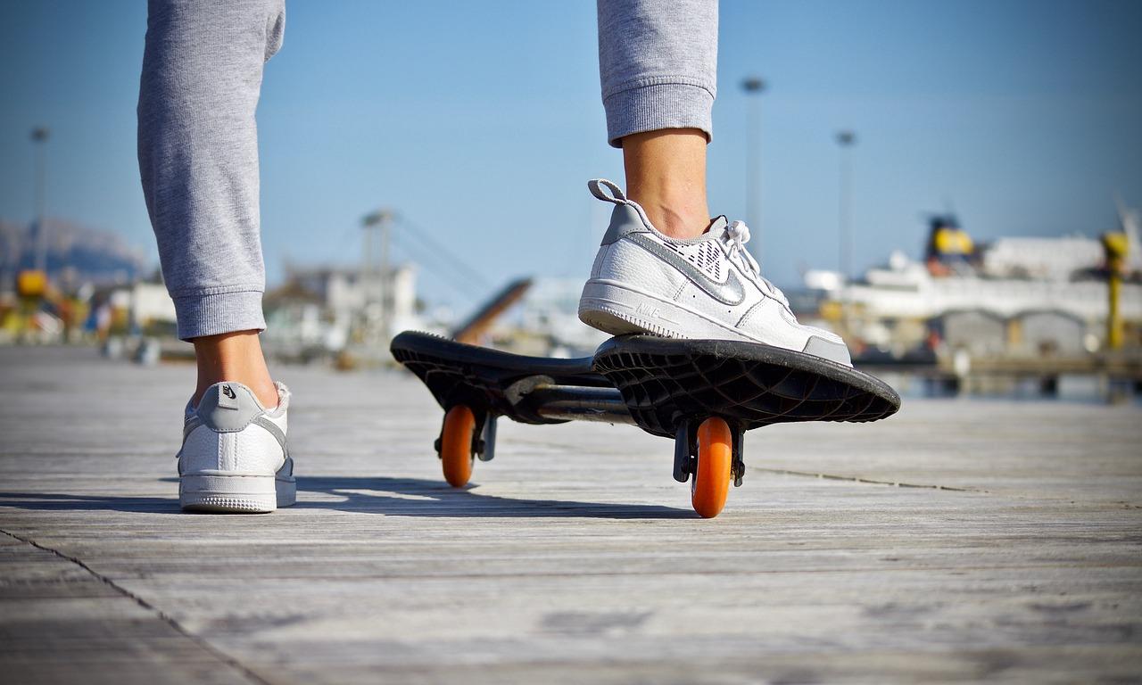 women's skateboarding