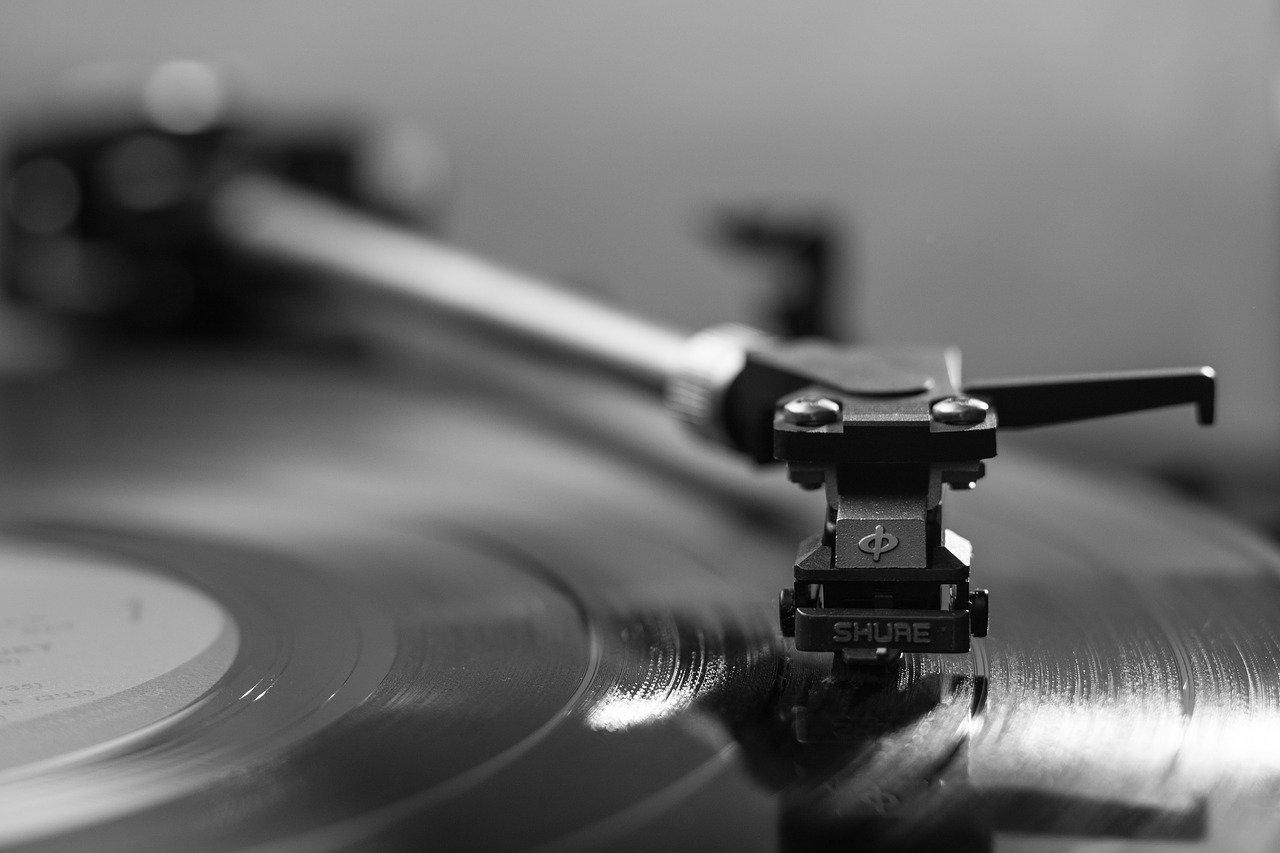 economic news roundup and vinyl records